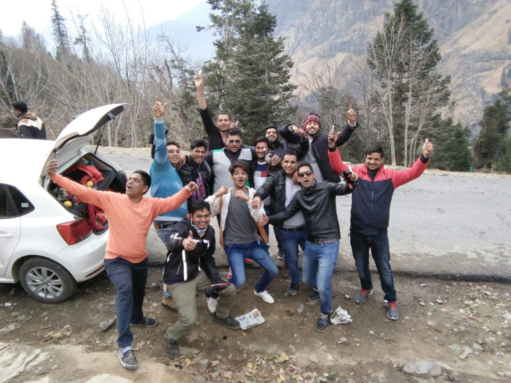 Travellers enjoying at Manali